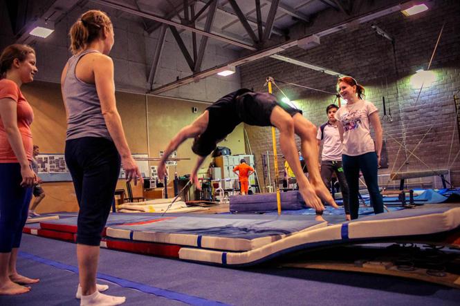 Выбираем школу акробатики для детей и взрослых в Москве: 3 важных критерия